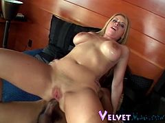 A stunning White girl with a big booty has an amazing interracial sex. Daphne takes off her clothes and then gets butt fucked in a rough manner.