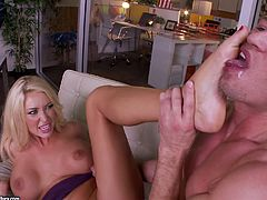 Stunning Summer Brielle Goes Really Hardcore In An Office