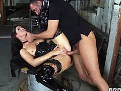 Sexy brunette India Summer is having fun with Keiran Lee in a basement. Keiran binds India, spanks and face-fucks her, and then drills her butt in the missionary and other positions.