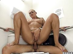 Darryl Hanah with juicy booty makes dudes tool harder with her soft hands
