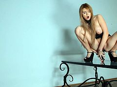 Sassy chick fucks her tight anal hole closeup sex tube video. Just click here and enjoy watching kinky well stacked chick masturbating on a glass table.