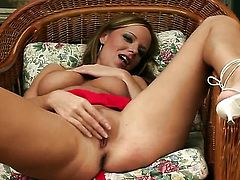 Carmen Gemini gets the pleasure from masturbating like never before