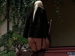Stunning blonde with shapely tits gets her pretty pussy toyed