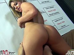 Bootyful blonde temptress Brianna Banks loves facesitting