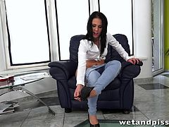 Denise Sky masturbates with her sex toys in solo clip