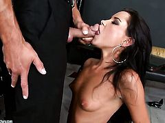Brunette pornstar Tanner Mayes is good at fucking