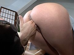 Blonde mature lady squirting