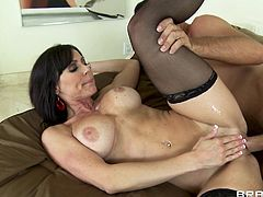 Have a look at this rough sex scene where the busty milf Kendra Lust ends up splattered by warm semen after being fucked by this guy.