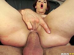 Check out this hardcore scene where the smoking hot cowgirl Sheena Ryder sire a guy's thick cock as it penetrates her asshole.