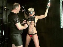 Kinky tattooed blonde Scarlet Young, wearing a blindfold, is having fun with a man in BDSM sex clip. The guy pleases the hottie with fingering and fucks her coochie deep and hard.