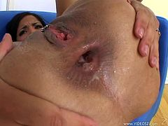 Busty brunette Havana Ginger lets a man face-fuck her brutally. After that the dude drills Havana's cunt and bumhole and feels her brown cave with jizz.