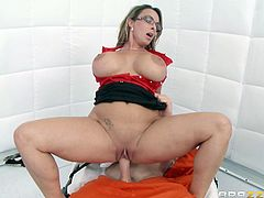 Big-breasted blonde mom Holly Halston, wearing a doctor's uniform, is having fun with her patient Johnny Sins. Holly gives a blowjob to Johnny and rides his dick. This is just her way to cure people.