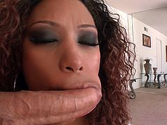 Ebony temptress Bella Moretti milks a cock dry in her mouth