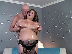 The sexy big beautiful woman Kc Parker enjoys a tasty cock in her filthy mouth and gets on top of the guy to ride it like a beast.