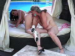 Horny matured lesbian with natural tits unpins her attire before licking a juicy tight pussy in a close up shoot outdoor