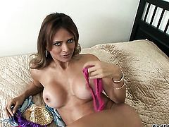 Chica Monique Fuentes knows no limits when it comes to blowing her fuck buddys snake