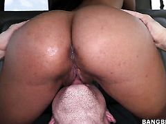 Amazingly sexy latin minx with round ass enjoys the warmth of mans hard sausage deep in her mouth