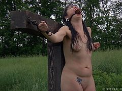 It's cold and moist outside and Siouxsie is crucified, naked in the middle of that green field. maybe she was a bad girl or maybe she just had bad luck, who cares, she's in big trouble and we love to see her like that! Keep her some company as she breaks down slowly and surely. Enjoy!