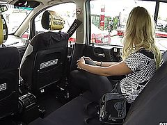 Beautiful Girl Gets Fucked in a Taxi E13.
