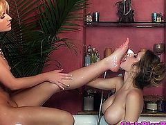 Emily Addison eating Angela Sommers pussy in the bath