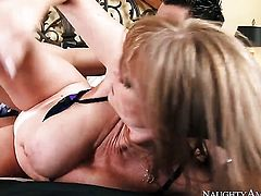Seth Gamble enjoys unbelievably hot Darla Cranes wet hole in sex action