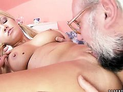 Blonde Sunny Diamond enjoys dudes throbbing tool deep inside her beaver