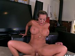 Fair haired busty MILF Richelle Ryan gets her vagina pleased in various tyles