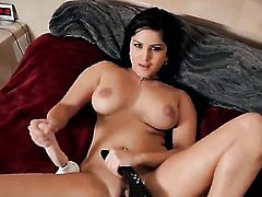 Sunny Leone plays with vibrator