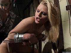 Blonde Natasha Brill cant resist Katy Parkers attraction and gives her muff pie a lick