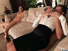 Sindee Jennings is good on her way to make hard dicked guy Ian Scott explode on oral action