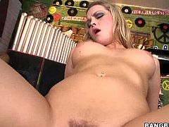 Big ass blonde Alexis Texas sits on hard cock. She is one bootylicious whore with incredibly horny moves. She is ready to give the world a glimpse of her dirty tricks.