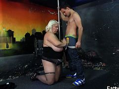 This mature blonde is a huge pole dancer with monster boobs. She teases a younger guy who has his cock sucked by her minutes later and spoons her cunt as well.