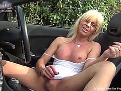 joanna jet playing in the car