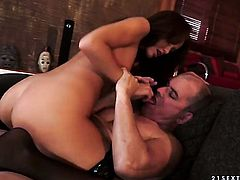 Brunette Sophie Lynx and her horny man fuck like rabbits