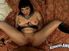 Horny gothic babe loves a hardcore fucking session.
