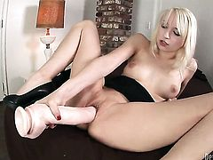 Ashley Jane cant stop dildoing her snatch