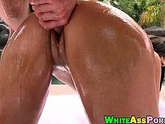 Phat booty pornstar Ava Alvares snatch banged outdoors