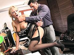Experienced gal Donna Bell is hungry for fucking