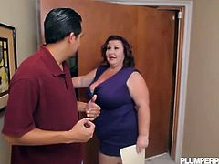 BBW Lady Lynn offers a blowjob instead of rent