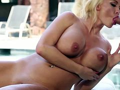 Airerose brings you a hell of a free porn video where you can see how the blonde Bombshell Summer Brielle gets fucked by the poolside while assuming hot positions.