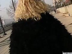Adventurous blonde go pleasure herself in public