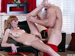 Marie McCray and Johnny Sins gets into a hardcore doggystyle banging action with a hot oiled handjob and titjob in masturbation.