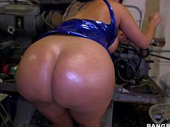 Curvy sexy MILF Kiara Mia seduces black car mechanic with ease. Her wet huge tits and massive round ass turn him on, She shows her assets and sucks his beefy cock just like crazy!