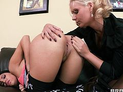Cute lesbian in nylon stocking displaying her hot ass before getting her anal licked and pounded hardcore using massive strapon in the office