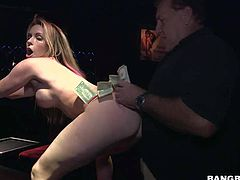 Big boobed stripper Courtney Cummz shows her snatch