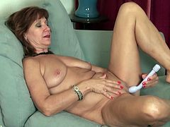 Nothing turns on mature American housewife Demi more than when she is on the bed completely nude and playing with her vagina as horny guys on the internet watch her masturbate. She has a special sex toy that she is going to try on her pussy today. Look at her sexy body and natural, sagging boobs.