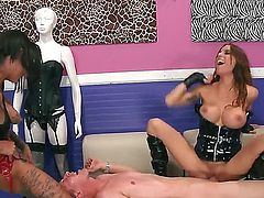 Latex-clad Bonnie Rotten and Gia Dimarco do a guy