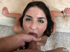 Mr. Pete shows nice sex tricks to Ashlynn Leigh with the help of his stiff snake