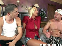 Riley Evans was sunbathing, when she is approached by a guy, who seems to be getting distracted by her knockers. A slutty woman like Riley loves the attention from men, especially handsome men. Watch the three of them head indoors and indulge in some wild threesome, that ends with a lot of sucking and cumming.