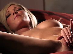 This glamour porn video is all about mouth-watering blonde Niki Lee Young with sexy tits finger fucking her neatly shaved snatch with her slim legs apart in the semi-dark of the room.